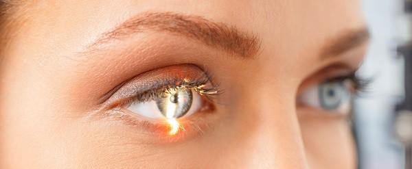 Sơ cứu khi bị xịt hơi cay hoặc hạt ớt bay vào mắt đúng cách để ngăn chặn rủi ro suy giảm thị lực vĩnh viễn - Ảnh 3.