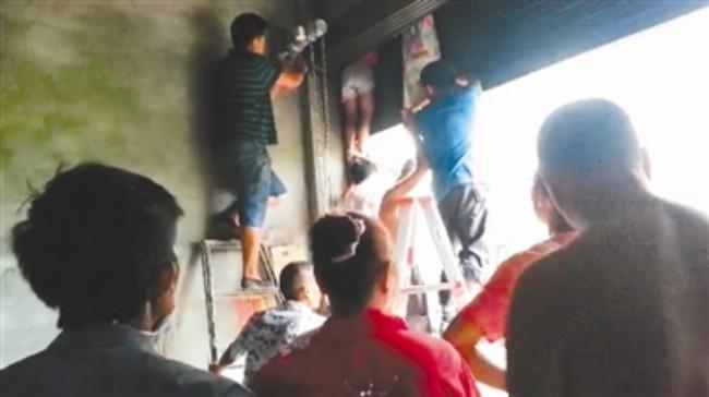Tai nạn thang máy, cửa cuốn: Đôi khi cái chết thương tâm của trẻ nhỏ đến từ những hành động tưởng như vô hại - Ảnh 2.