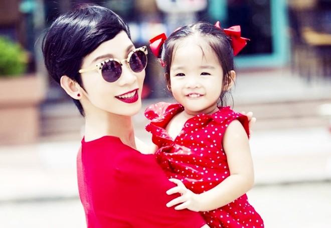 Điểm danh những mỹ nhân Việt sinh con muộn màng ở tuổi U40, thậm chí U50 cũng không phải là chuyện hiếm - Ảnh 7.