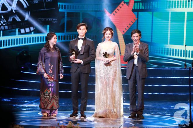 Diễn viên Diệu Thuần đọc nhầm tên phim Đảo của dân ngụ cư thành từ nhạy cảm trên sân khấu Cánh diều 2017 - Ảnh 2.