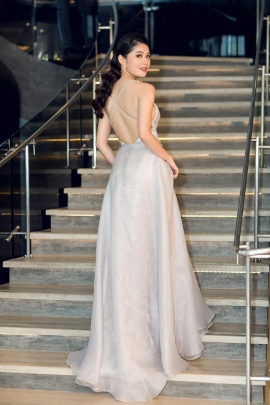 Bắt chước phong cách công chúa của Hương Giang, á hậu Thùy Dung vẫn dưới cơ đàn chị dù diện trang sức 200 triệu - Ảnh 4.