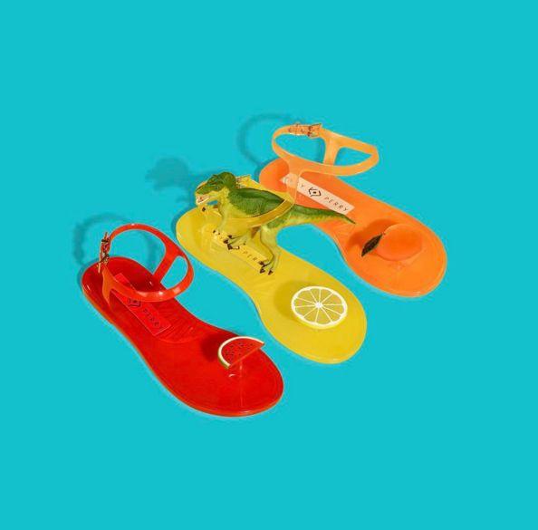 Có gì thú vị mà đôi sandals nhựa trong của Katy Perry lại có giá hơn 1 triệu đồng - Ảnh 5.