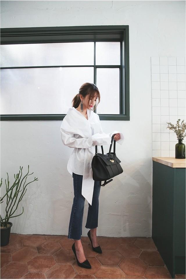 Sơmi trắng đơn giản là vậy, nhưng có tới tận 15 cách kết hợp giúp bạn mặc cả tuần không chán - Ảnh 3.