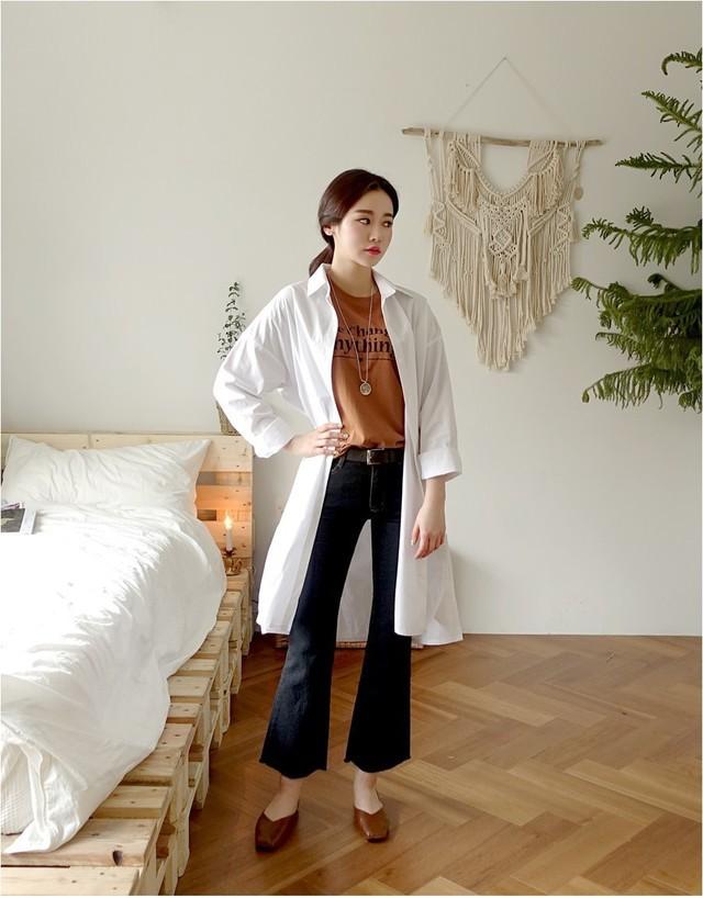 Sơmi trắng đơn giản là vậy, nhưng có tới tận 15 cách kết hợp giúp bạn mặc cả tuần không chán - Ảnh 7.