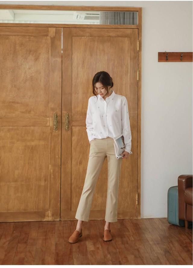 Sơmi trắng đơn giản là vậy, nhưng có tới tận 15 cách kết hợp giúp bạn mặc cả tuần không chán - Ảnh 8.