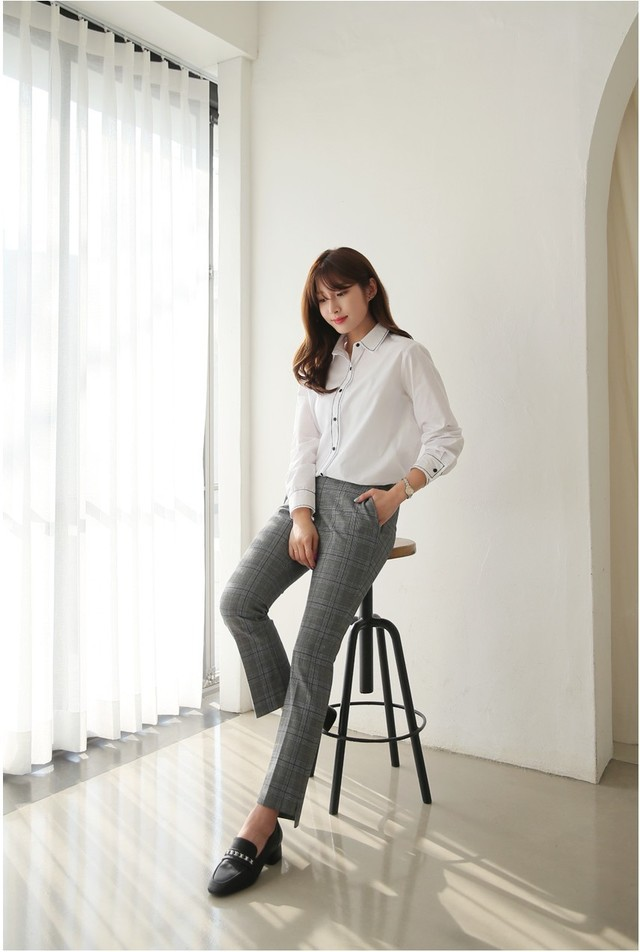 Sơmi trắng đơn giản là vậy, nhưng có tới tận 15 cách kết hợp giúp bạn mặc cả tuần không chán - Ảnh 9.