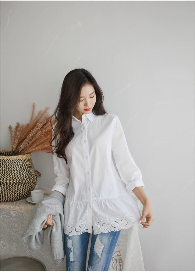 Sơmi trắng đơn giản là vậy, nhưng có tới tận 15 cách kết hợp giúp bạn mặc cả tuần không chán - Ảnh 10.