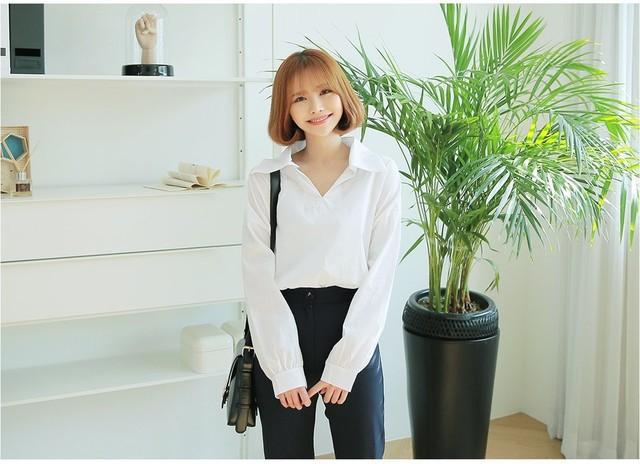 Sơmi trắng đơn giản là vậy, nhưng có tới tận 15 cách kết hợp giúp bạn mặc cả tuần không chán - Ảnh 12.