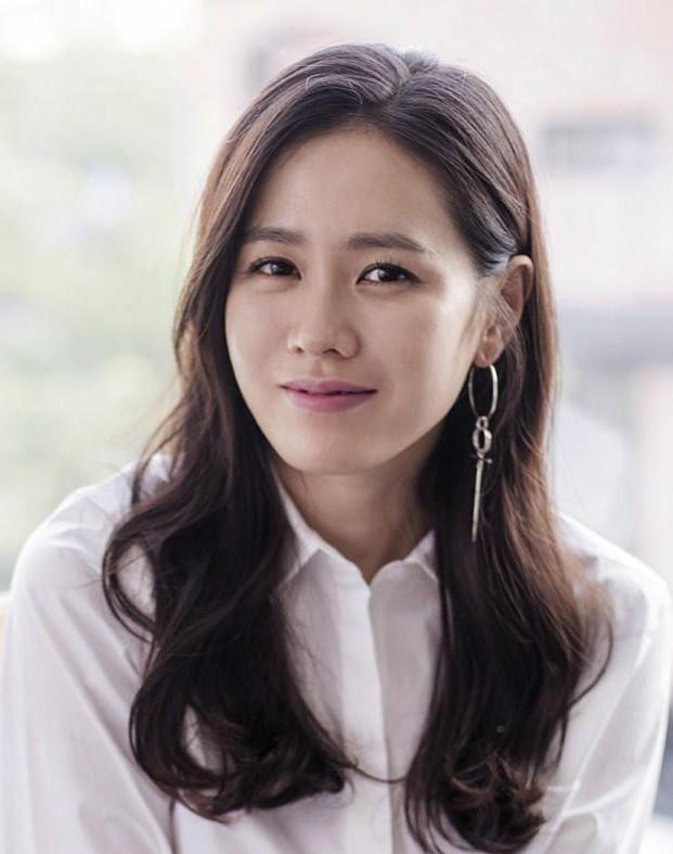 """2 bước chăm sóc da cực đơn giản giúp """"chị đẹp"""" Son Ye Jin luôn trẻ trung  với làn da căng mịn"""