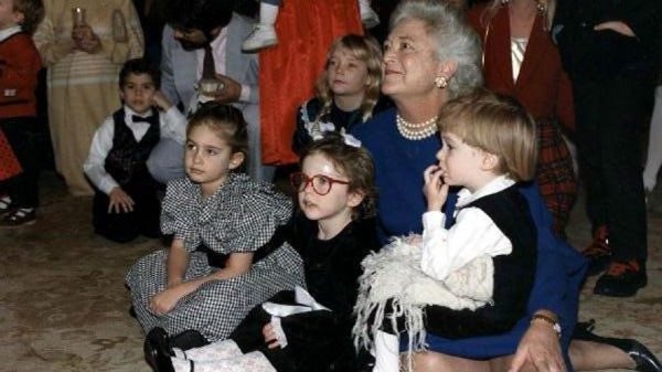 """Mối tình trong mơ 77 năm yêu trọn vẹn, thủy chung của vợ chồng cựu Tổng thống Mỹ George Bush """"cha"""" - Ảnh 4."""