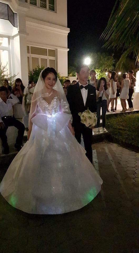 Cô dâu Bến Tre chịu chơi chi 200 triệu diện váy cưới phát sáng để lộng lẫy giống công chúa trong đám cưới - Ảnh 3.