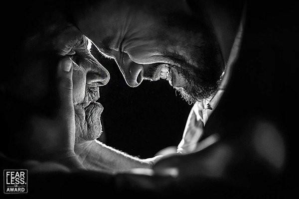 30 bức ảnh cưới đầy cảm xúc khiến người ta chỉ muốn được lập tức nắm tay người mình yêu bước vào lễ đường - Ảnh 9.