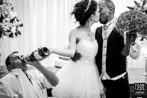 30 bức ảnh cưới đầy cảm xúc khiến người ta chỉ muốn được lập tức nắm tay người mình yêu bước vào lễ đường - Ảnh 17.