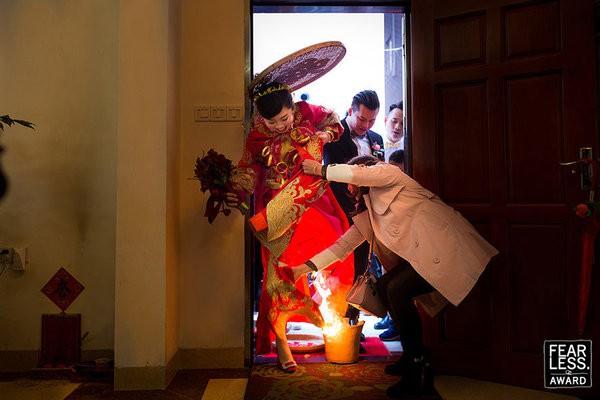 30 bức ảnh cưới đầy cảm xúc khiến người ta chỉ muốn được lập tức nắm tay người mình yêu bước vào lễ đường - Ảnh 18.