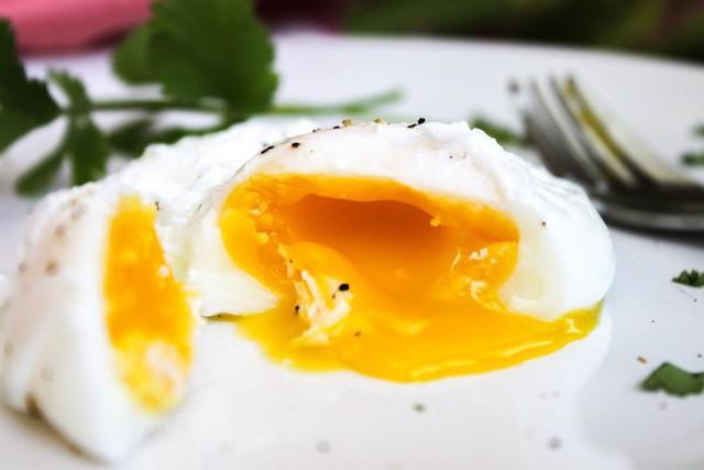 Ăn trứng chần, trứng ốp la có khiến gan bị phá hủy: Chuyên gia đầu ngành giải đáp  - Ảnh 2.
