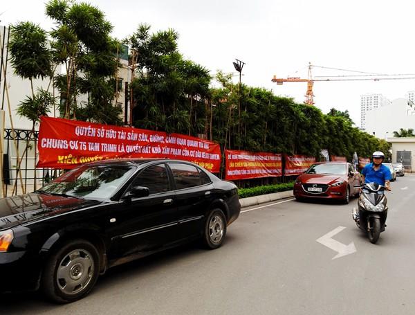 Hà Nội: Cư dân chung cư túc trực đã 20 ngày đêm, ngăn việc sử dụng đường nội bộ để thi công trường mầm non - Ảnh 7.
