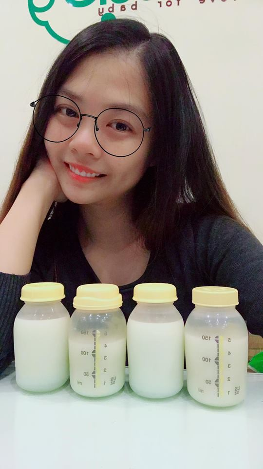 Kinh nghiệm kích sữa từ lúc chỉ láng đáy bình cho đến khi đủ sữa cho 2 bé sinh đôi bú cùng lúc - Ảnh 5.