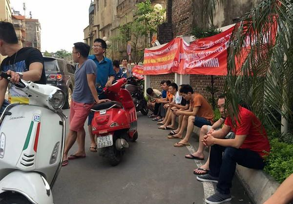Hà Nội: Cư dân chung cư túc trực đã 20 ngày đêm, ngăn việc sử dụng đường nội bộ để thi công trường mầm non - Ảnh 4.