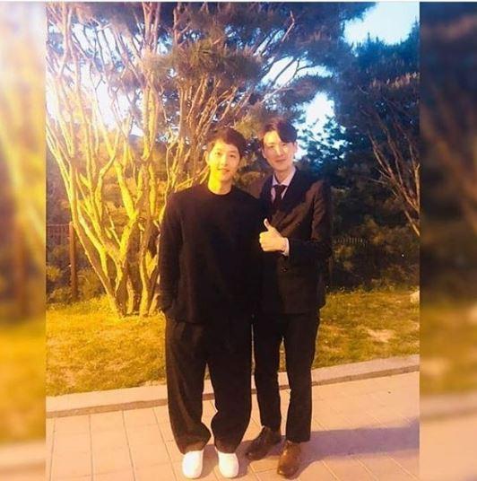 Sau tất cả, fan hâm mộ đã biết mục đích vợ chồng Song Joong Ki - Song Hye Kyo tới Mỹ  - Ảnh 1.
