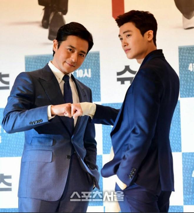 Lộ nếp nhăn tuổi tác nhưng nam thần thanh xuân Jang Dong Gun vẫn là cực phẩm nhan sắc trong ngày họp báo - Ảnh 6.