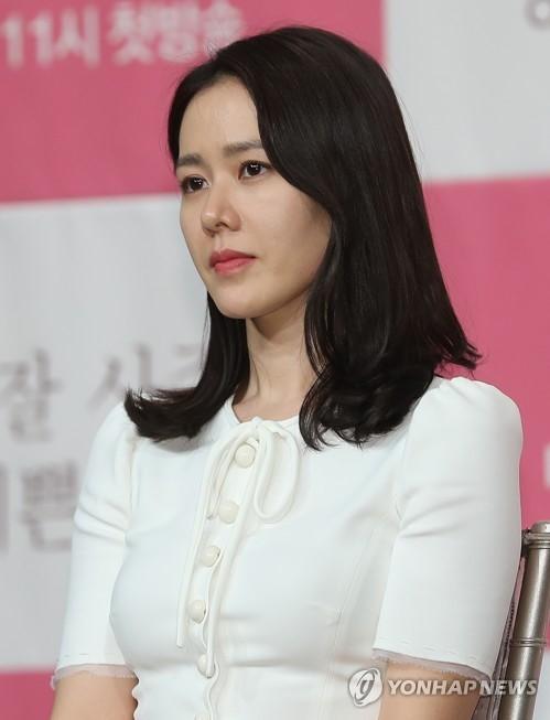 Jang Nara, Son Ye Jin và Taeyeon - Ai đứng đầu cuộc bình chọn 'Chị đẹp mua cơm ngon cho cư dân mạng'? - Ảnh 4.