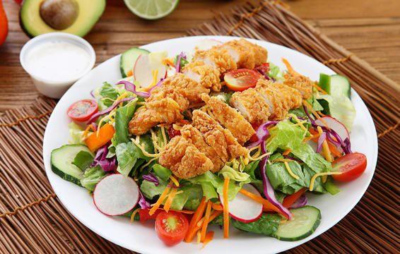 Nếu chọn ăn salad để giảm cân thì đừng bao giờ cho thêm 6 thứ này - Ảnh 2.