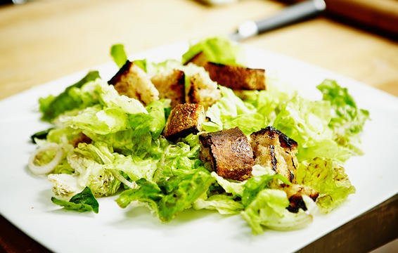 Nếu chọn ăn salad để giảm cân thì đừng bao giờ cho thêm 6 thứ này - Ảnh 6.