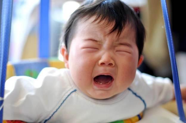 Vội vàng dỗ con nín khóc - mẹ đang tước đi kỹ năng mà đến người lớn cũng cần học hỏi - Ảnh 1.