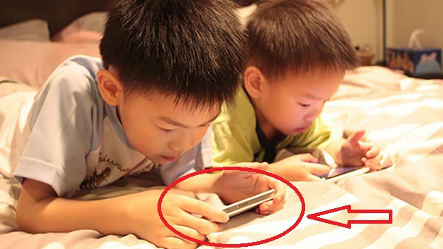 Những sai lầm tai hại của cha mẹ khi cho trẻ dùng điện thoại, máy tính - Ảnh 6.