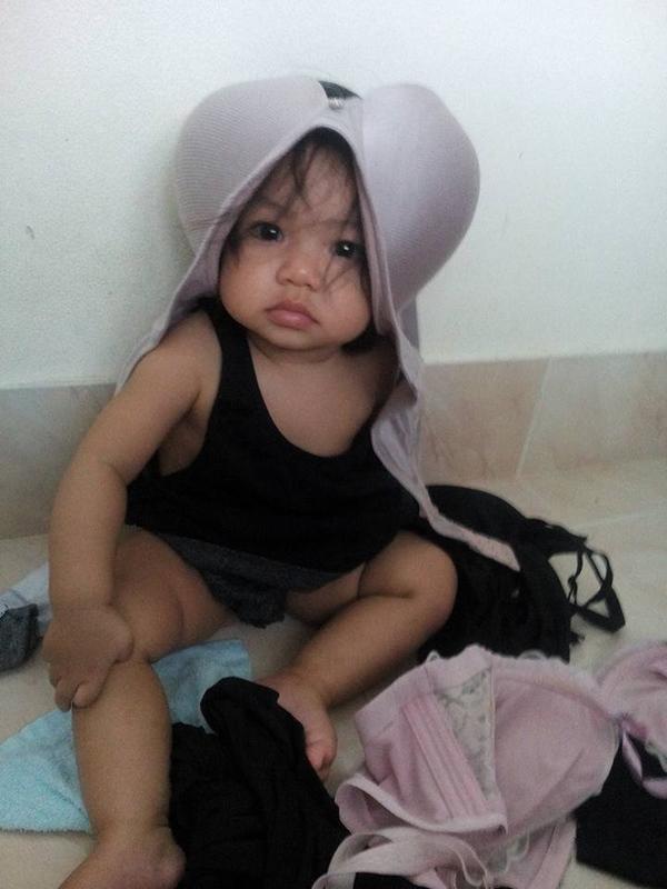 Nhờ bà trông con hộ một lúc, mẹ trẻ quay lại và ngỡ ngàng với món đồ chơi bà tạo ra để dỗ cháu - Ảnh 3.
