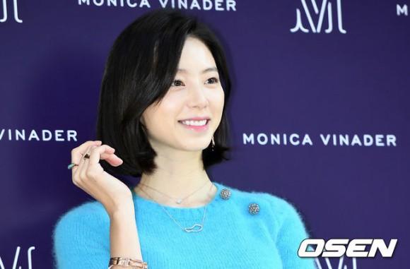 Bà xã Bae Yong Joon sẽ đón con gái trong tháng 4 - Ảnh 2.