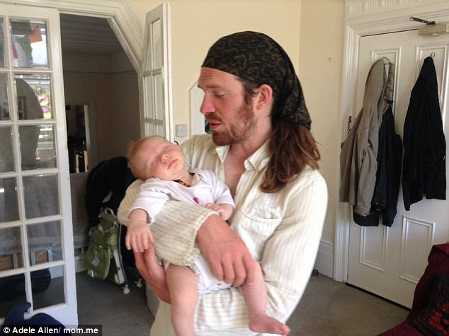 Bất chấp mọi cảnh báo của các chuyên gia, 2 lần sinh con, bà mẹ này đều để nhau thai gắn với con nhiều ngày sau sinh - Ảnh 4.