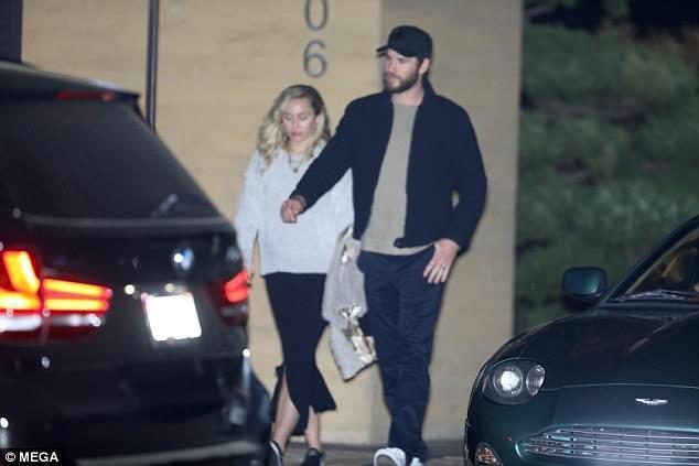 Rộ tin đồn Miley Cyrus và Liam Hemsworth đã bí mật tổ chức đám cưới - Ảnh 1.