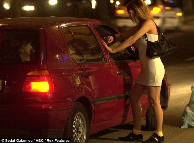 Có nên coi mại dâm là một nghề? Chúng ta đang tranh luận còn một số nước đã hợp pháp hóa mại dâm - Ảnh 1.