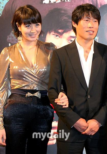 Chị đại Kim Hye Soo: Gái ế đắt giá của showbiz Hàn, chẳng cần bên ai cũng tự mình tỏa hương - Ảnh 9.