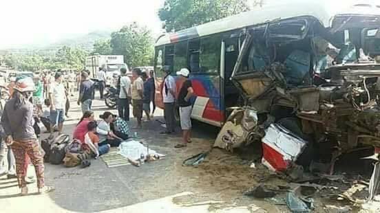 Xe khách va chạm kinh hoàng với xe tải ngày nghỉ lễ 1/5, 2 trẻ nhỏ thiệt mạng, 2 người nguy kịch - Ảnh 1.