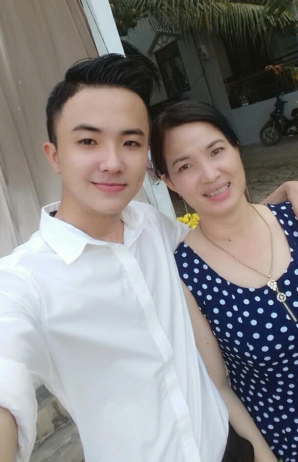 Nhân Ngày của mẹ, cư dân cộng đồng mạng đồng loạt khoe ảnh chụp với mẹ cùng những lời tôn vinh ngọt ngào - Ảnh 5.