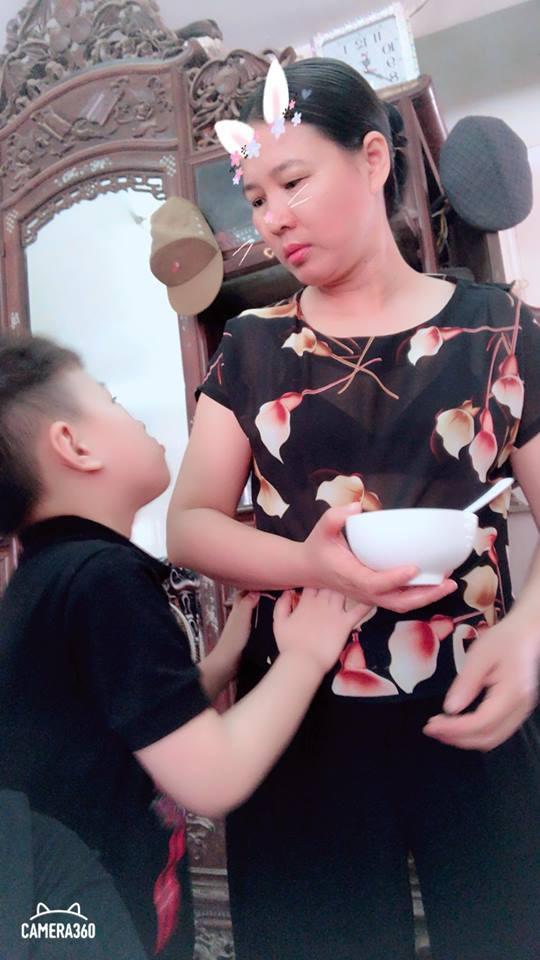 Nhân Ngày của mẹ, cư dân cộng đồng mạng đồng loạt khoe ảnh chụp với mẹ cùng những lời tôn vinh ngọt ngào - Ảnh 7.