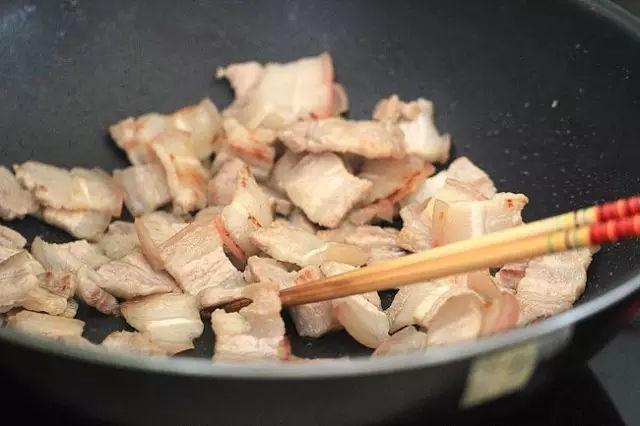 Nấu ăn mỗi ngày nhưng chắc bạn không biết nếu thêm nước trong lúc nấu những món này sẽ có công dụng tuyệt vời - Ảnh 1.