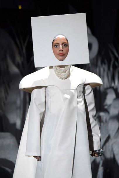 Lady Gaga: Bệnh tật đau đớn ở tuổi 32 và nỗi ám ảnh bị cưỡng hiếp - Ảnh 5.