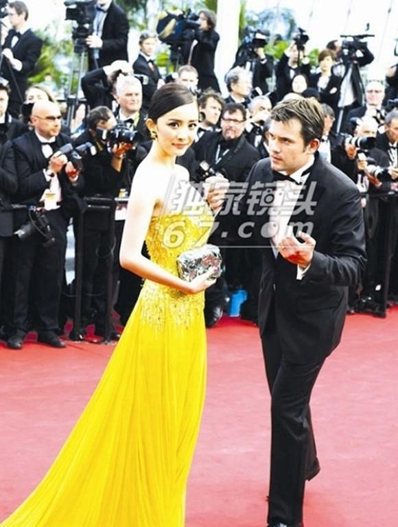 Những lần náo loạn thảm đỏ Cannes của sao Hoa ngữ: Từ mỹ nhân hạng A đến người đẹp vô danh chiêu trò đủ kiểu khiến truyền thông ngao ngán - Ảnh 8.