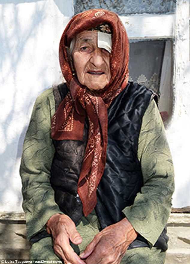 Người phụ nữ lớn tuổi nhất thế giới cảm thấy khốn khổ, bị trừng phạt vì sống lâu - Ảnh 1.