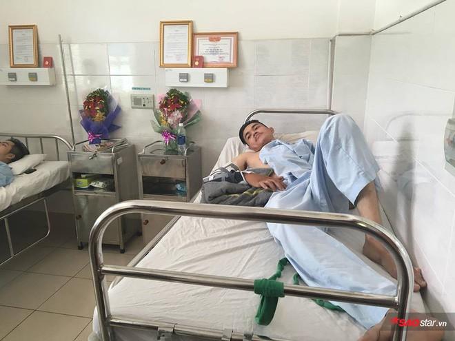 2 nam sinh trọng thương khi bắt cướp ở Sài Gòn: Chỉ biết khóc khi nhìn thấy di ảnh các anh qua điện thoại - Ảnh 1.