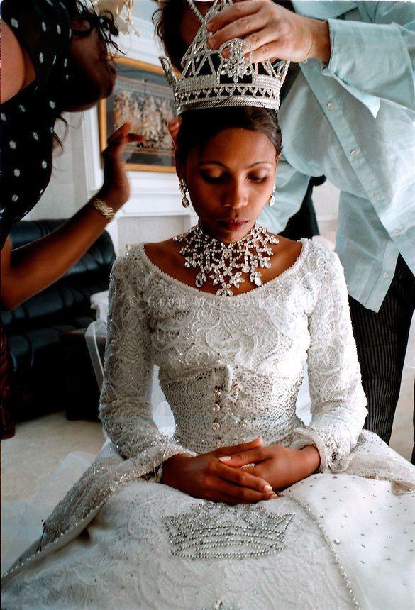 Trước thềm đám cưới của Hoàng tử Harry và Meghan Markle, điểm lại 13 mẫu váy cưới Hoàng gia khiến người người mê mẩn - Ảnh 8.