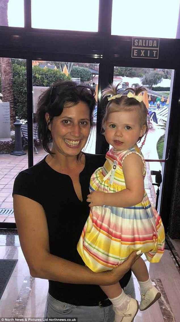 Bức ảnh cứu sống cô bé 2 tuổi khỏi căn bệnh ung thư mắt nhờ chớp được ánh sáng lạ trong mắt - Ảnh 4.