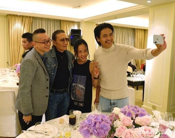 Dư luận náo loạn vì bức ảnh suýt hôn của Châu Nhuận Phát và bố đẻ Tạ Đình Phong  - Ảnh 2.