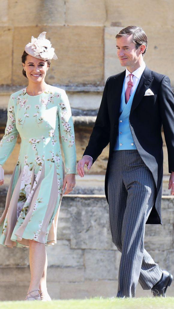 Đám cưới hoàng gia Anh: Hôn lễ kết thúc, cô dâu chú rể trao nhau nụ hôn ngọt ngào trước toàn thể mọi người - Ảnh 12.