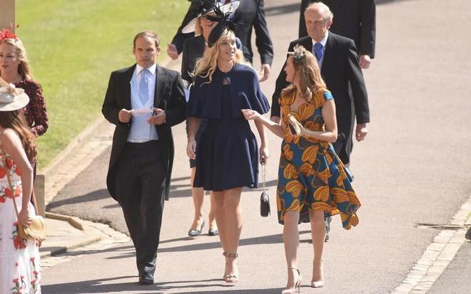 Đám cưới hoàng gia Anh: Hôn lễ kết thúc, cô dâu chú rể trao nhau nụ hôn ngọt ngào trước toàn thể mọi người - Ảnh 14.