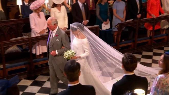 Đám cưới hoàng gia Anh: Hôn lễ kết thúc, cô dâu chú rể trao nhau nụ hôn ngọt ngào trước toàn thể mọi người - Ảnh 36.