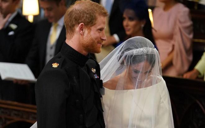 Đám cưới hoàng gia Anh: Hôn lễ kết thúc, cô dâu chú rể trao nhau nụ hôn ngọt ngào trước toàn thể mọi người - Ảnh 41.